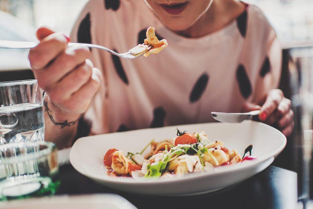 Assurez-vous de prendre des repas équilibrés pour contrôler votre glycémie.