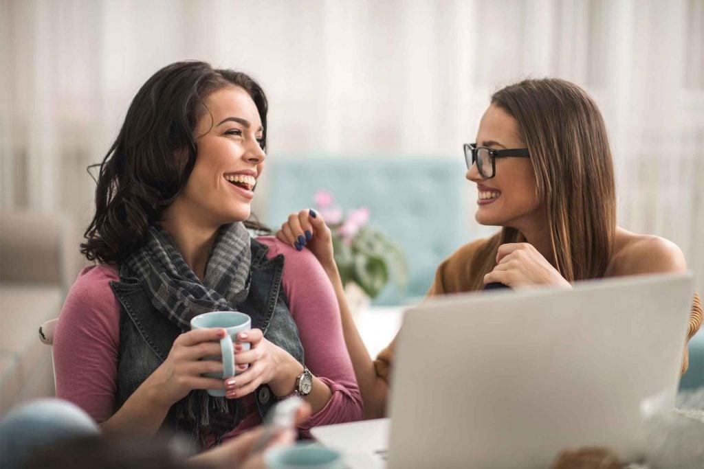 Un toucher respectueux et amical peut aider à mettre votre interlocuteur en confiance.