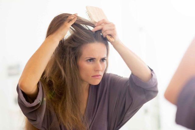 Séparer vos cheveux au mauvais endroit pourrai vous faire paraitre plus vieille.