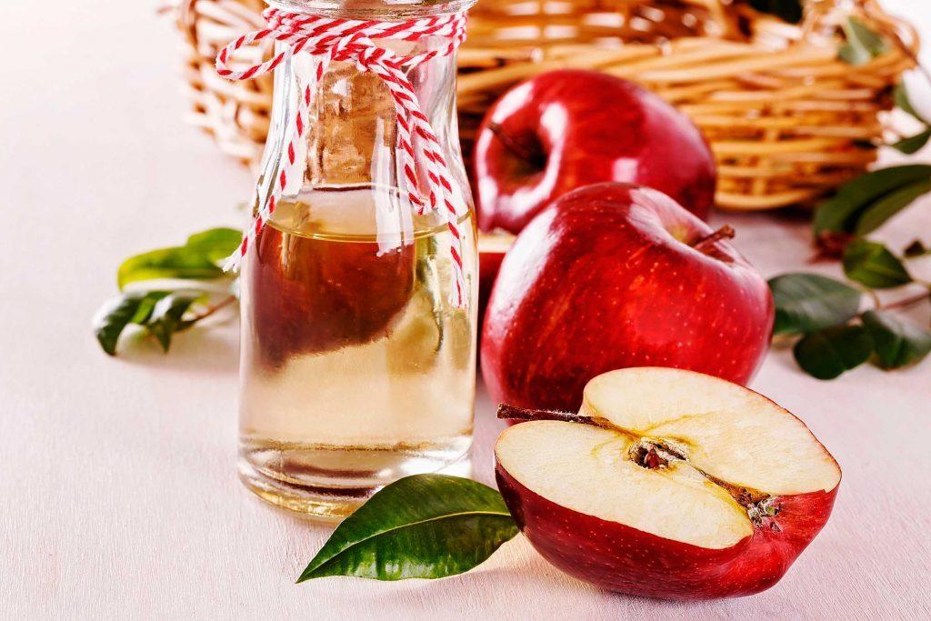 Afin d'éviter que vos dents soient tachées par le café, vous pouvez faire des bains de bouche avec du vinaigre de cidre de pomme.