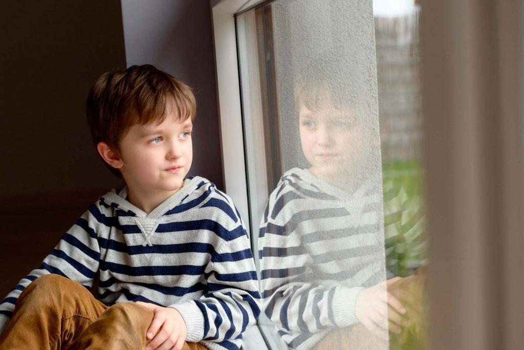 Dépression infantile: votre enfant préfère rester seul