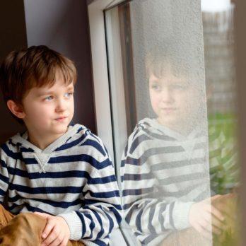 Dépression infantile: 13 signes que tous les parents devraient connaître