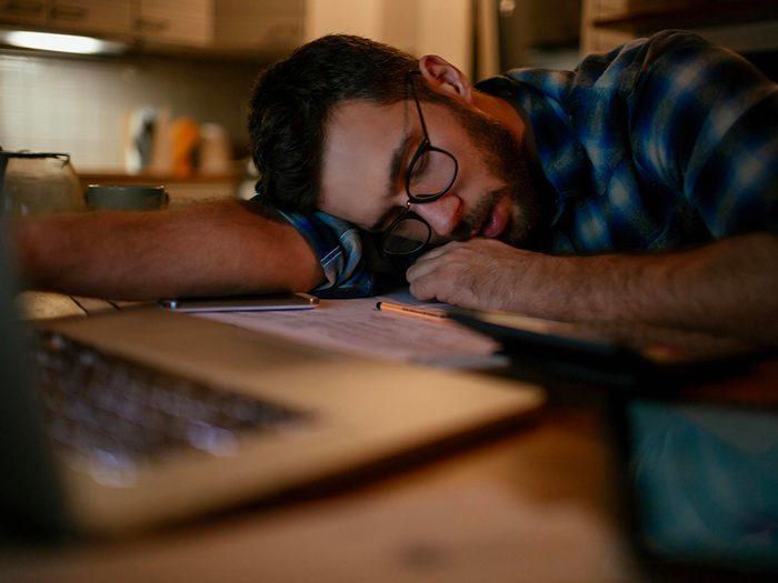 Le manque de sommeil peut vous rendre somnolent.