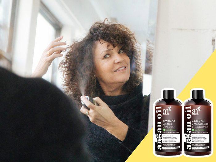 Utiliser des produits chimiques agressifs est l'une des erreurs de coiffure qui donnent l'air plus vieux.
