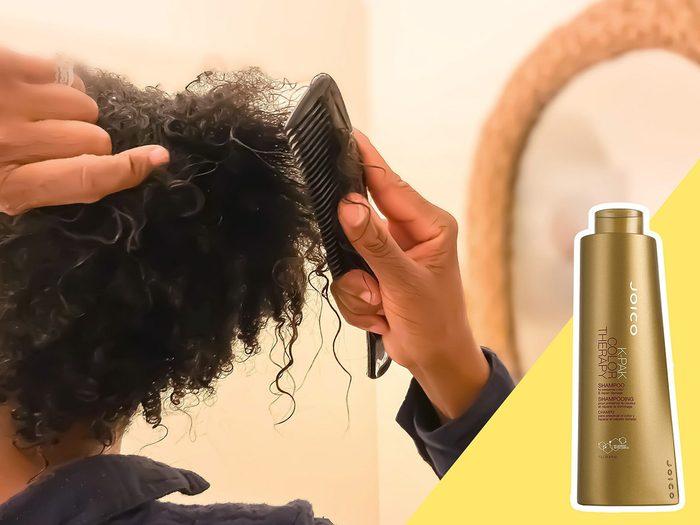 Utiliser un shampoing bon marché est l'une des erreurs de coiffure qui donnent l'air plus vieux.