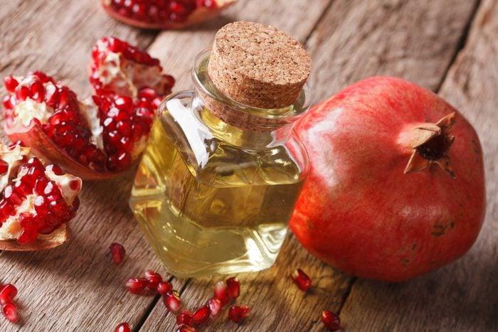 L'huile essentielle extraite des pépins de grenade a des propriétés anti-âge