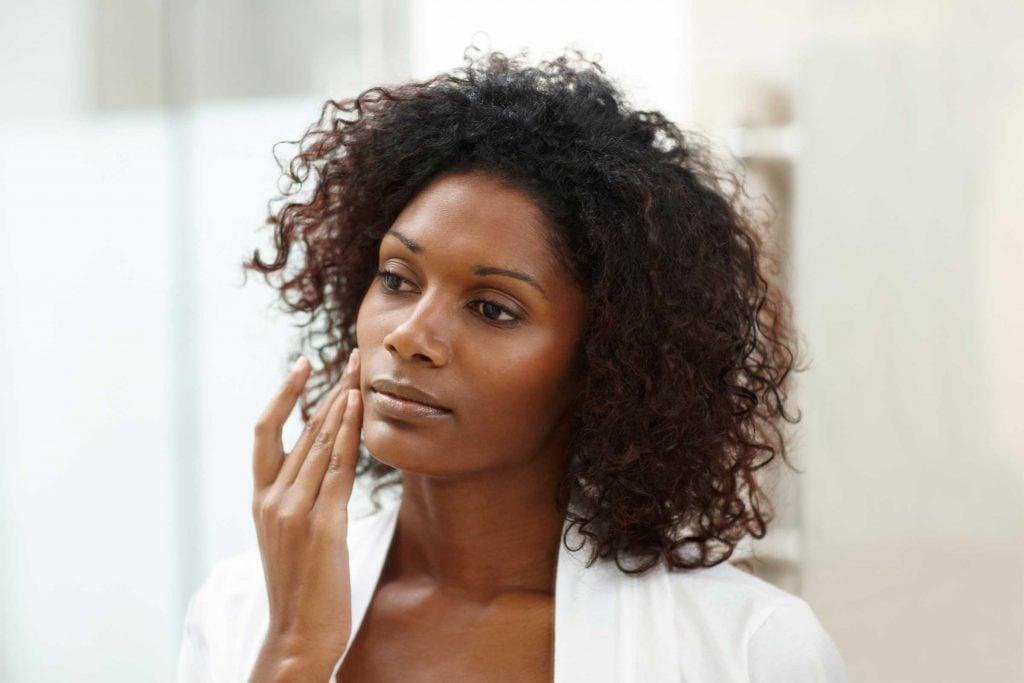 L'hydratation, pour atténuer les pores dilatés
