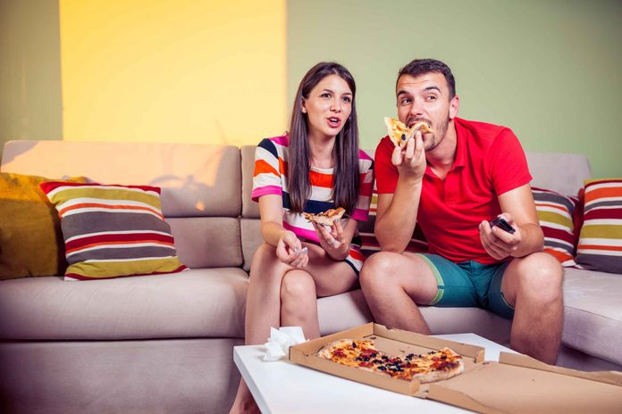 Ne pas manger à table fait prendre du poids
