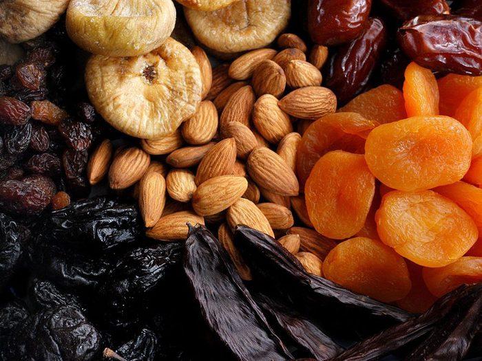 Vous mangez des fruits frais dans le cadre d'un régime alimentaire pour diabétique.