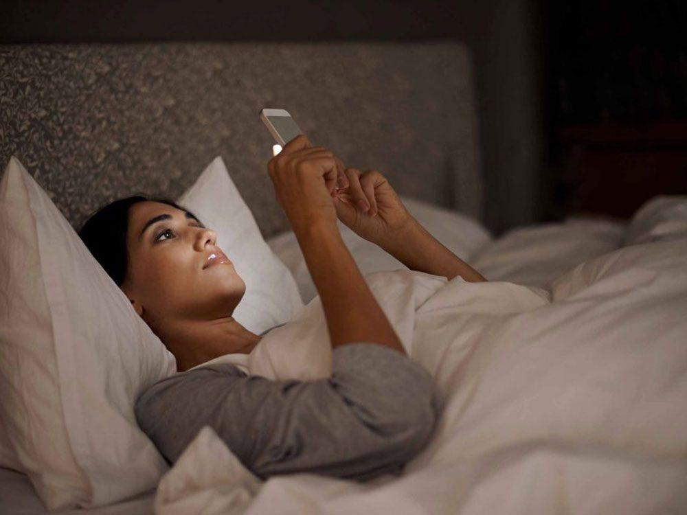 Pour éviter de devoir vous rendormir, laissez votre téléphone à l'écart.