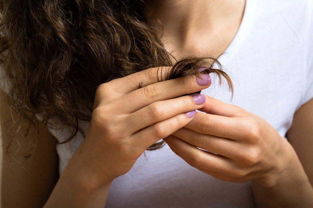 Portez une attention spéciale aux pointes de vos cheveux.