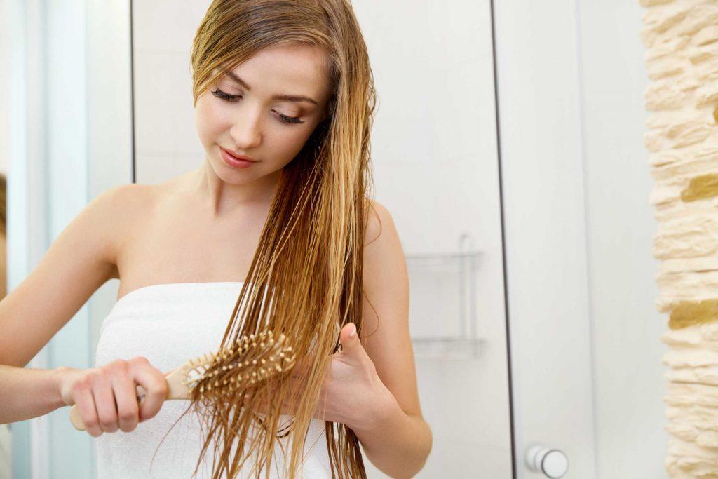 Utilisez un peigne à dents écartées afin de démêler vos cheveux.