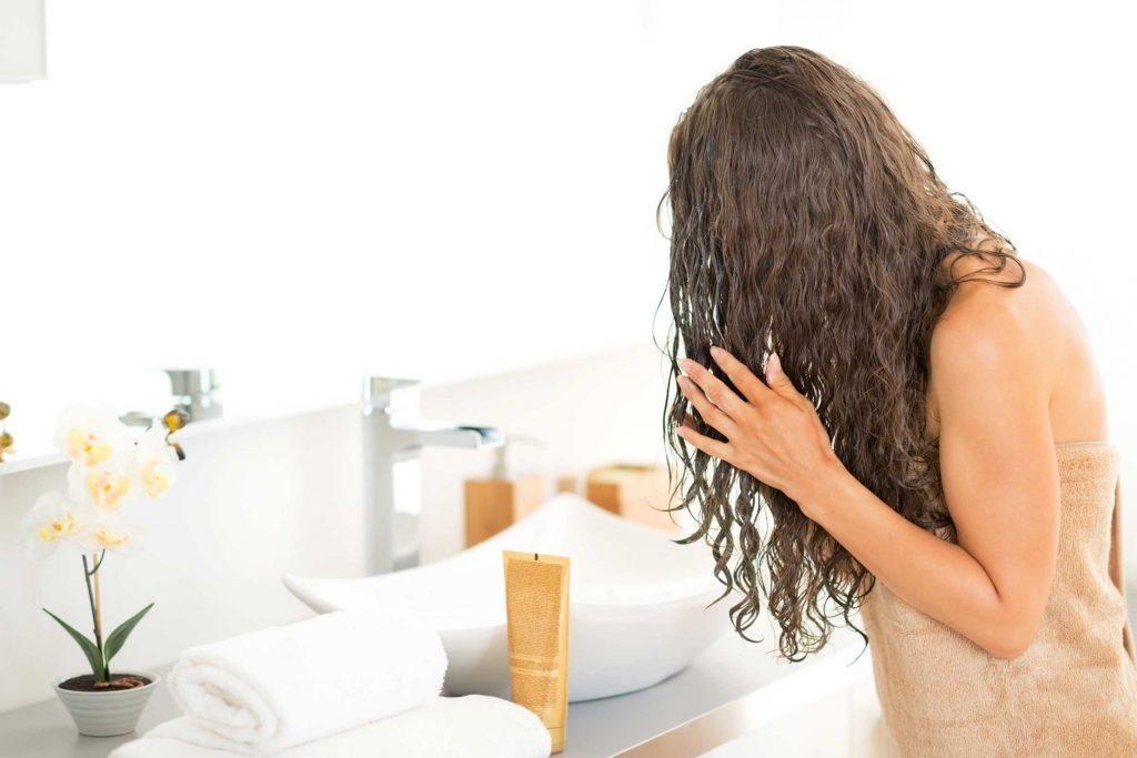 Protégez vos cheveux contre le froid de l'hiver.