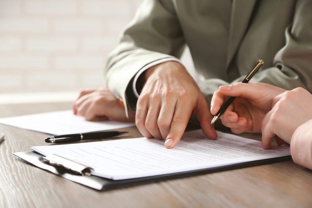 Comprendre un contrat de location est l'une des choses que vous devez savoir pour devenir un adulte.