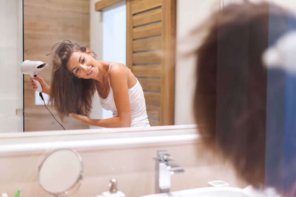 Il existe des revitalisants conçus pour les cheveux fins.