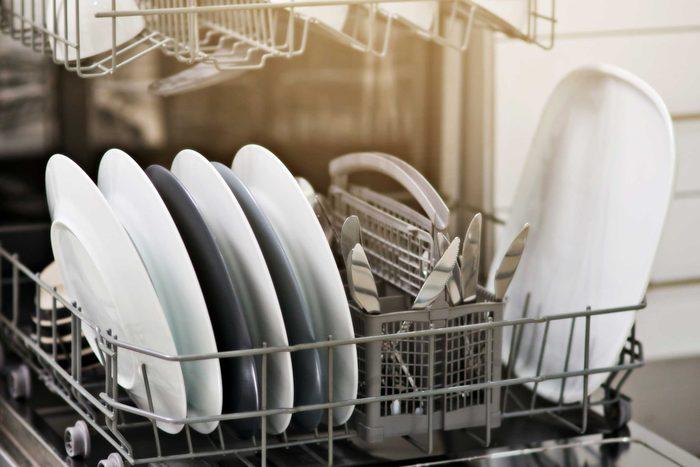 Remplir le lave-vaisselle est l'une des choses que vous devez savoir pour devenir un adulte.
