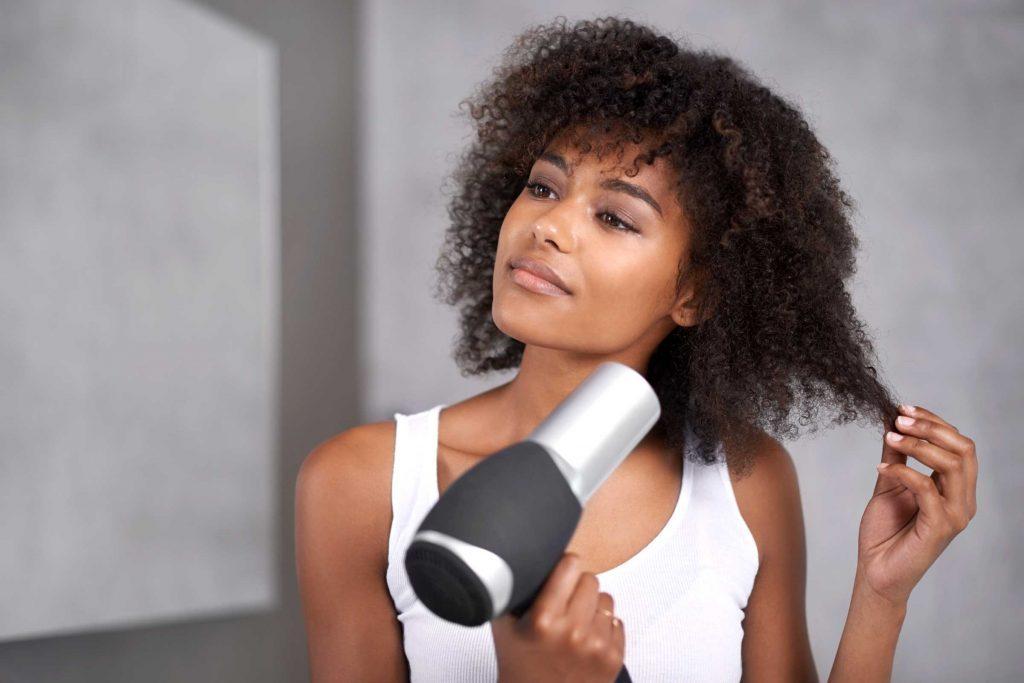 Il existe des revitalisants conçus pour les cheveux épais.