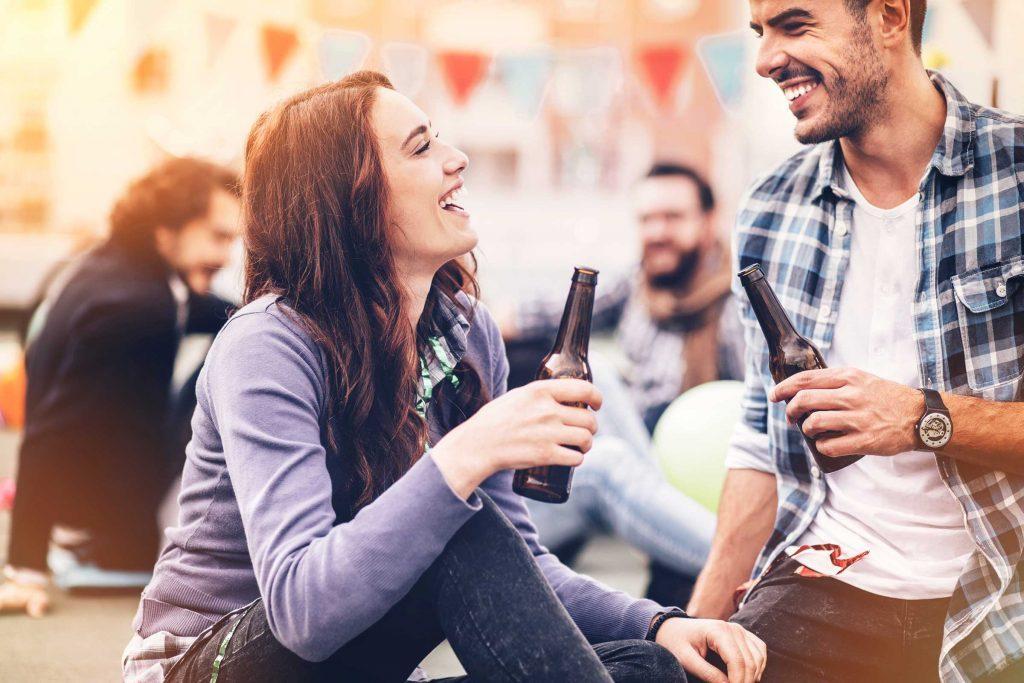 Si votre amie flirt avec votre ex, il s'agit d'une amitié toxique.