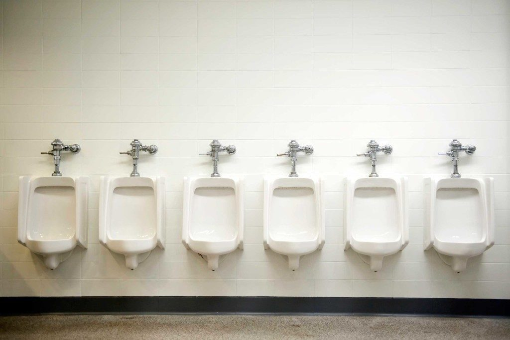 Le syndrome de vessie timide empêche les gens d'uriner lorsqu'il y a d'autres gens dans la pièce.