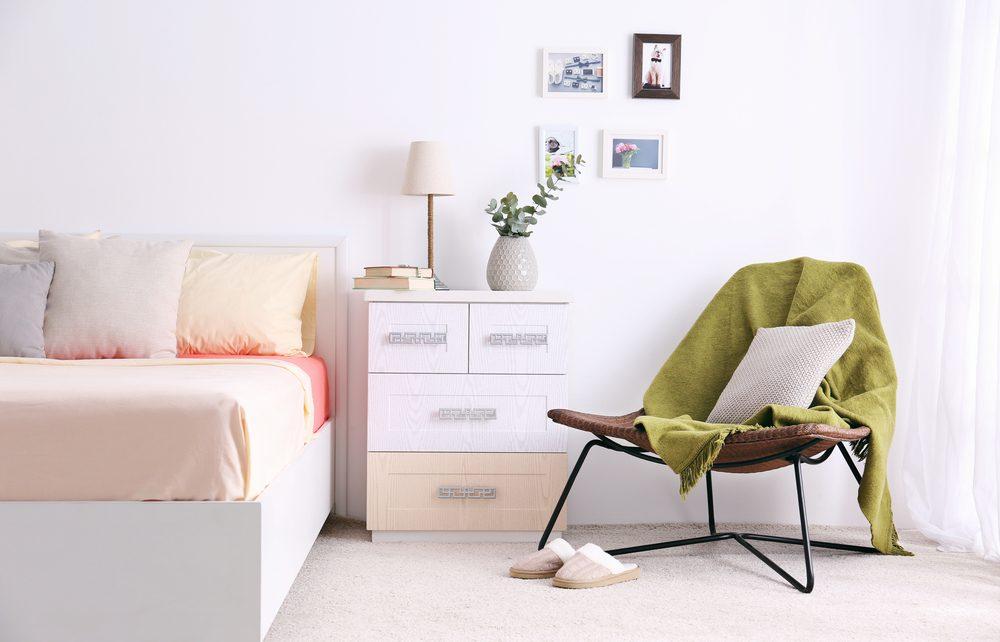 Pour une décoration d'adulte, gardez votre chambre bien en ordre.