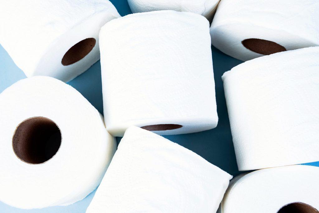 Uriner plus souvent peut être un symptôme de cancer des ovaires.