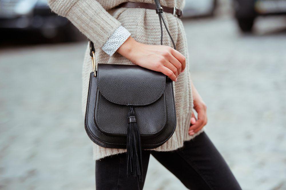 Les voleurs ont l'oeil pour détecter une femme qui se balade avec son sac dans la rue.