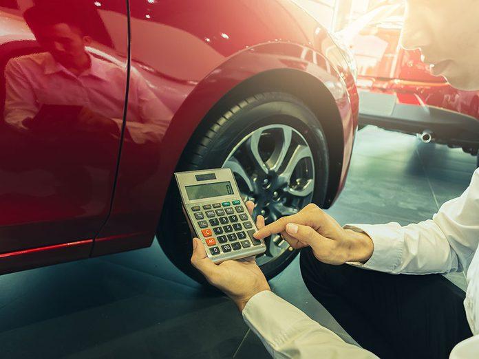 Tenez compte du prix de base avant d'acheter des pneus.