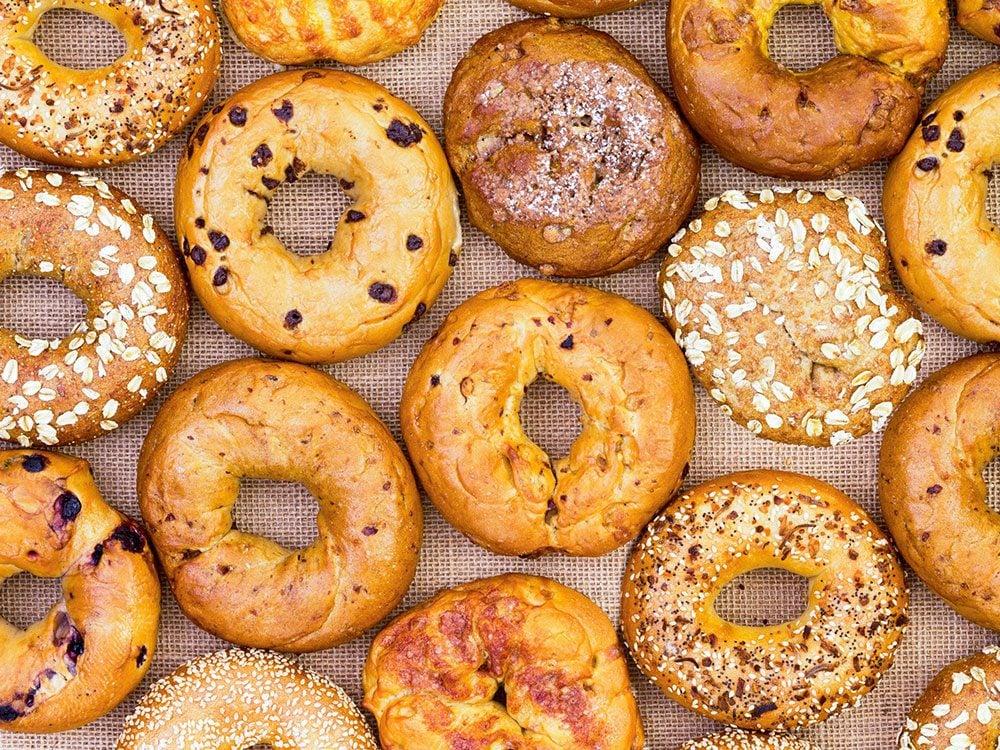 Les bagels sont des aliments que les oncologues évitent de manger.