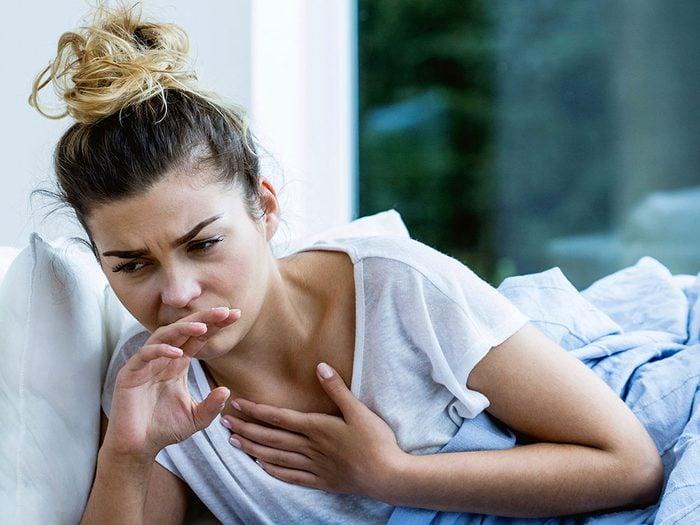La nausée fait partie des symptômes du cancer des ovaires.