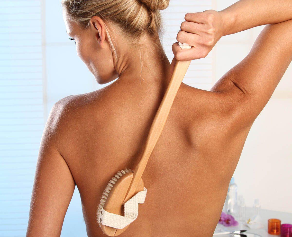 Méthode détox : brossez votre corps à sec.
