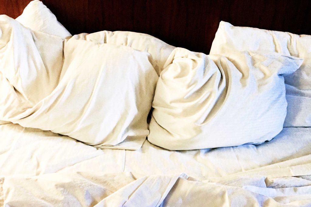 Dormir dans des draps sales est mauvais pour la peau