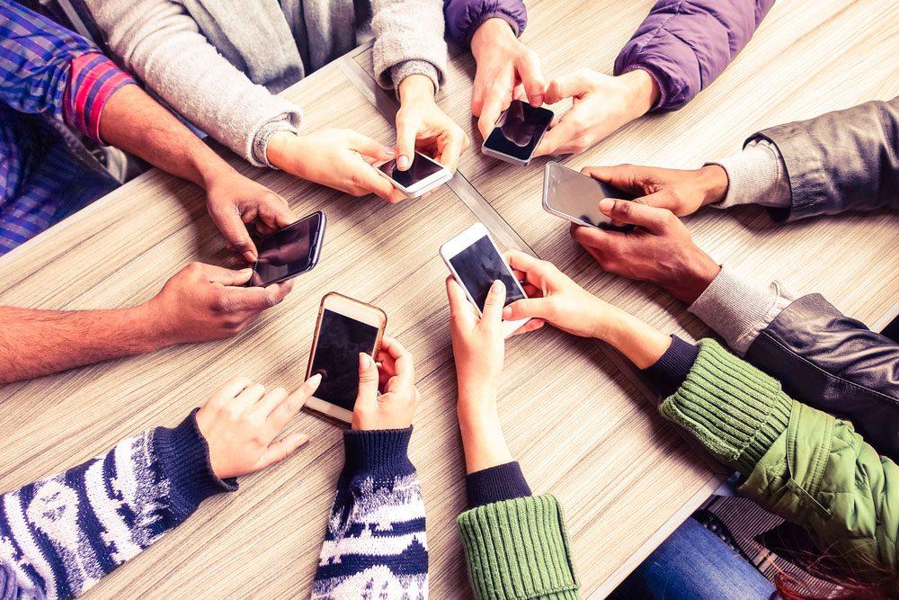Trop de temps sur Facebook: dans «réseau social», vous négligez le mot «social».