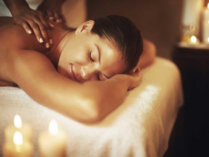 Alliez santé et détente grâce au massage.