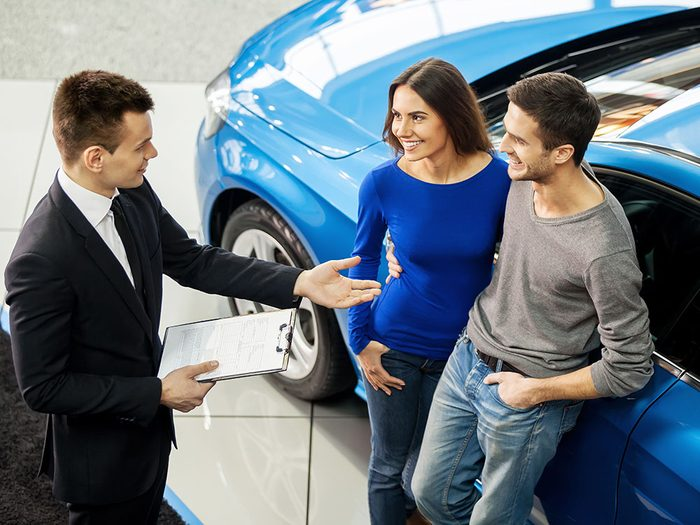 Louer une voiture et l'acheter à la fin du contrat.