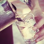 Boire de l'eau: bon pour le corps et le cerveau