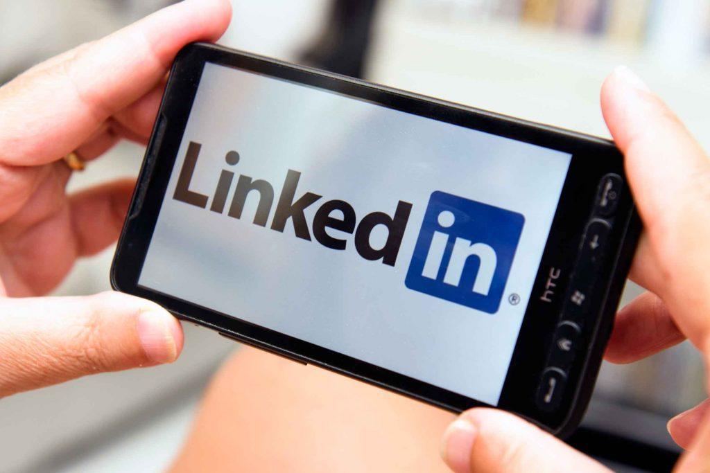 Adulte, vous préférez LinkedIn à Facebook