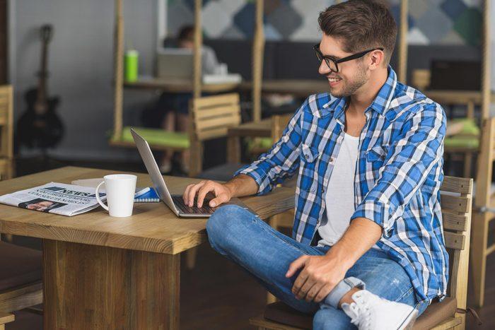Yoga au bureau: l'ouverture des hanches