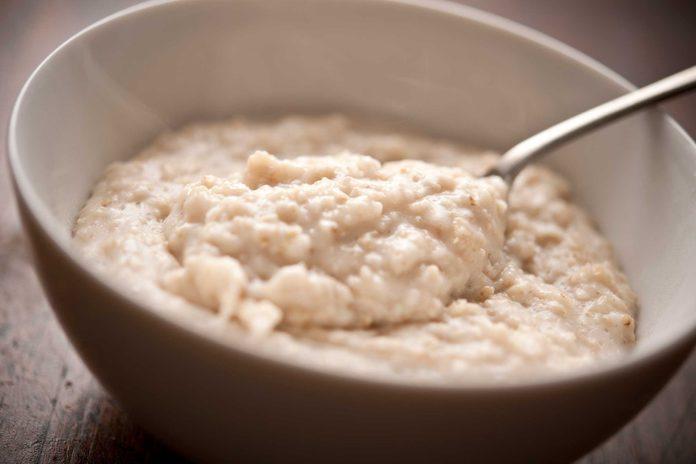 Manger des aliments pour le déjeuner pendant toute la journée peut faire grossir.