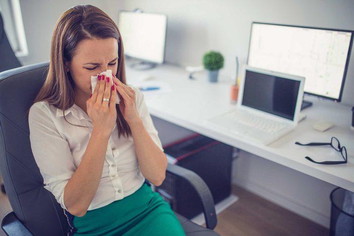 Si vous êtes contagieux, n'allez pas travailler.