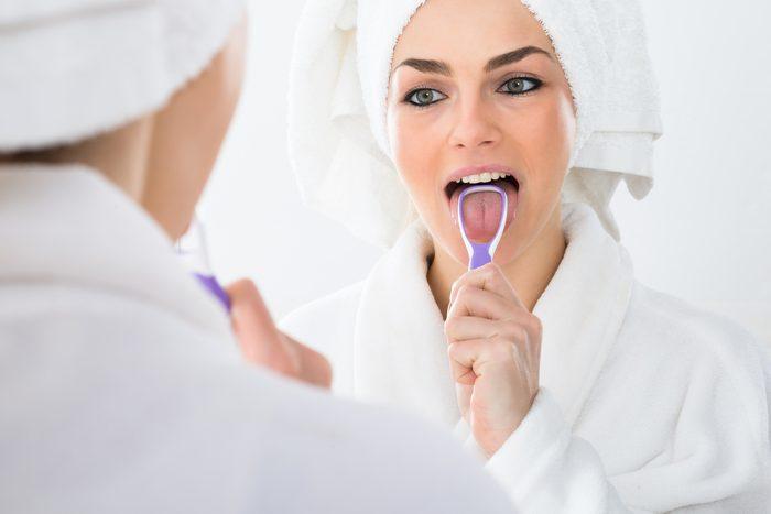 Se brosser la langue donne une meilleure haleine.