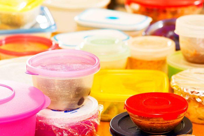 Ne mettez pas des contenants de plastique au microonde.