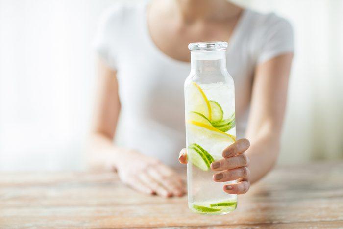 Une bonne hydratation aide a avoir une meilleure haleine.