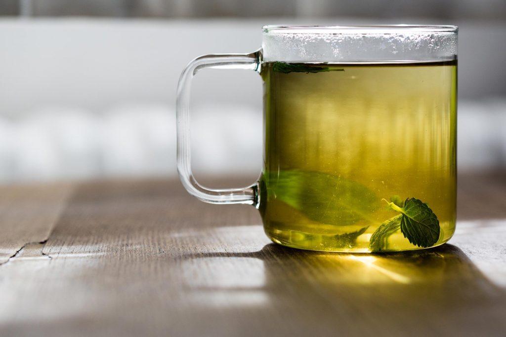 Le thé vert est bon pour le teint.