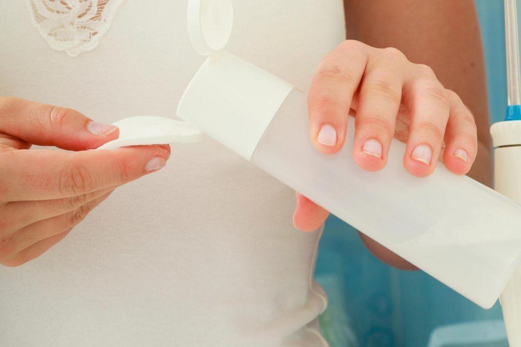 Utilisez un nettoyant doux pour avoir un meilleur teint.