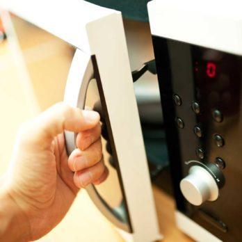 10 aliments que même les chefs cuisent au four à micro-ondes