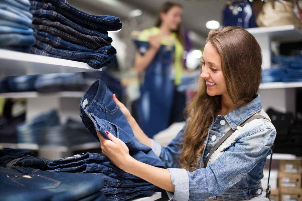 Portez attention à l'étiquette lorsque vous achetez une paire de jeans.