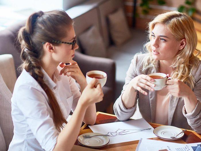 Il s'agit d'une amitié toxique, si votre amie se délecte de vos problèmes.
