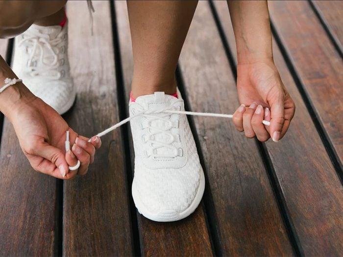 Méfiez-vous des chaussures de sport trop serrées.