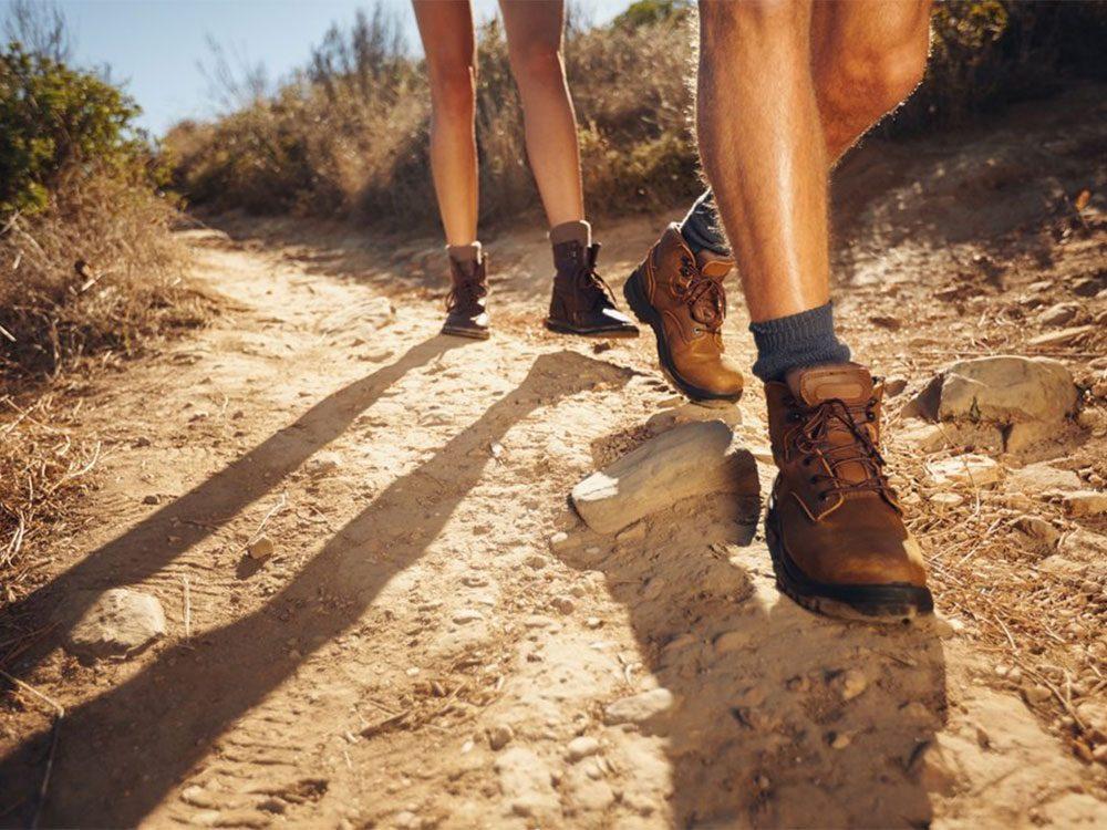 Les chaussures de sport doivent être adaptées à l'activité pratiquée.