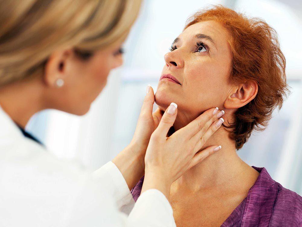 Un métabolisme lent peut être causé par une glande thyroide déréglée.